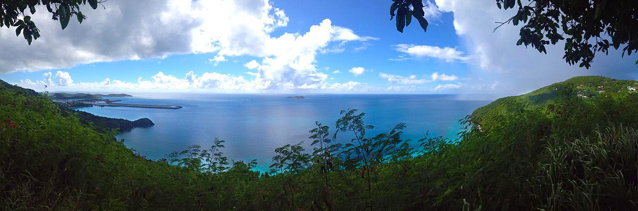 Panoramablick auf Brewers Bay auf Tortola