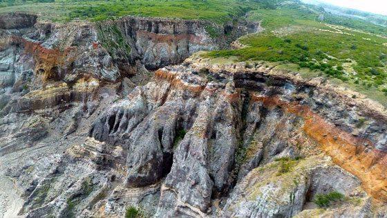 Bild vom Lavastrom im Felsen auf Montserrat