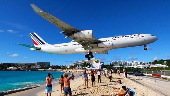 Bild vom Flugzeug am Maho Beach auf Sint Maarten