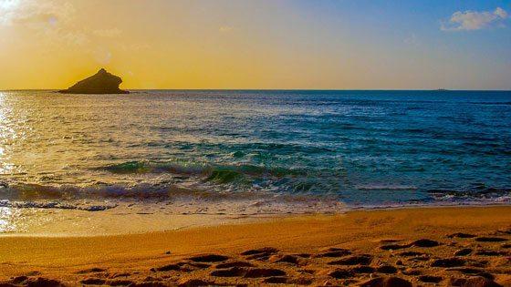 Bild der Abendstimmung im Hawksbill Bay auf Antigua