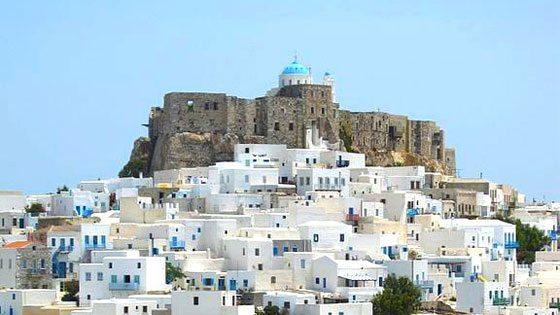 Bild der Stadt von Astypalaeia mit der Festung