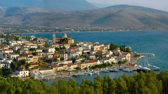 Bild vom Ausblick auf die Stadt und den Hafen von Galaxhidi