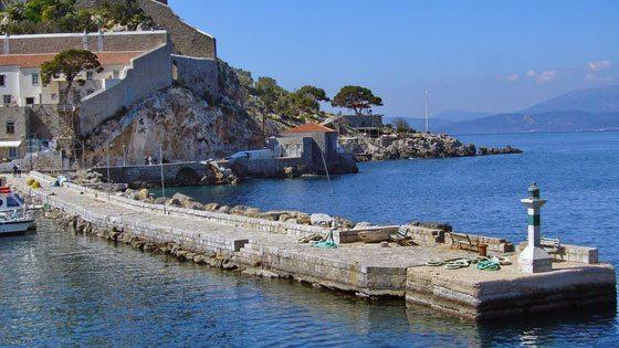 Bild vom leeren Hafen von Hydra