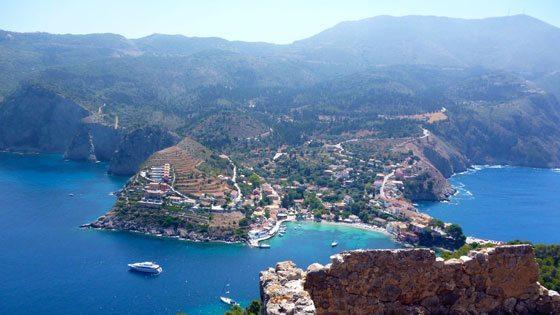 Bild vom Blick auf die Ortschaft Assos auf Kefalonia
