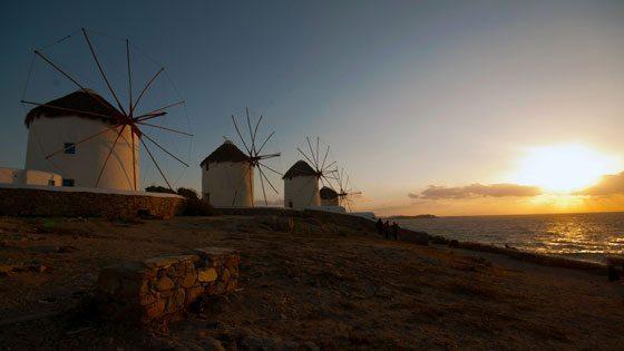 Bild von Windmühlen im Sonnenuntergang vor Mykonos