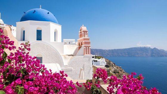 Bild einer blauen Kirche auf Santorini
