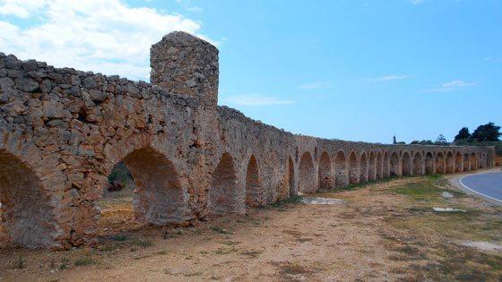 Bild vom Antiken Aquädukt in Pylos in Westmessenien